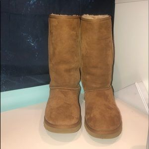 Classic tan UGGs, only been worn a few times!!